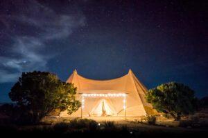 Jak można rozłożyć i złożyć namiot weselny?